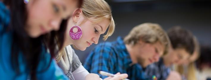 Les SARCA : Au service des adultes qui ont besoin d'aide dans la définition et la réalisation de leur projet de formation.