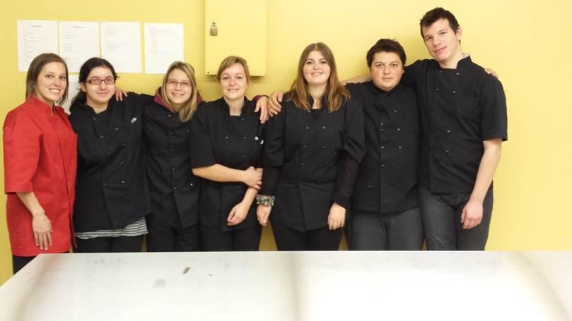 Les élèves en Insertion socioprofessionnelle Cuisine du Centre d'éducation des adultes L'Accore à Châteauguay.