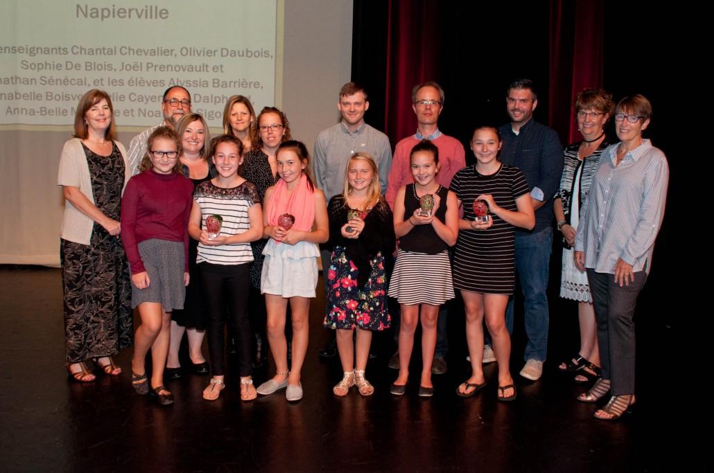 Le Grand Prix Reconnaissance 2016-2017 de la CSDGS a été remporté par le comité du Vidéoclip ICI de l'école primaire Daigneau à Napierville.