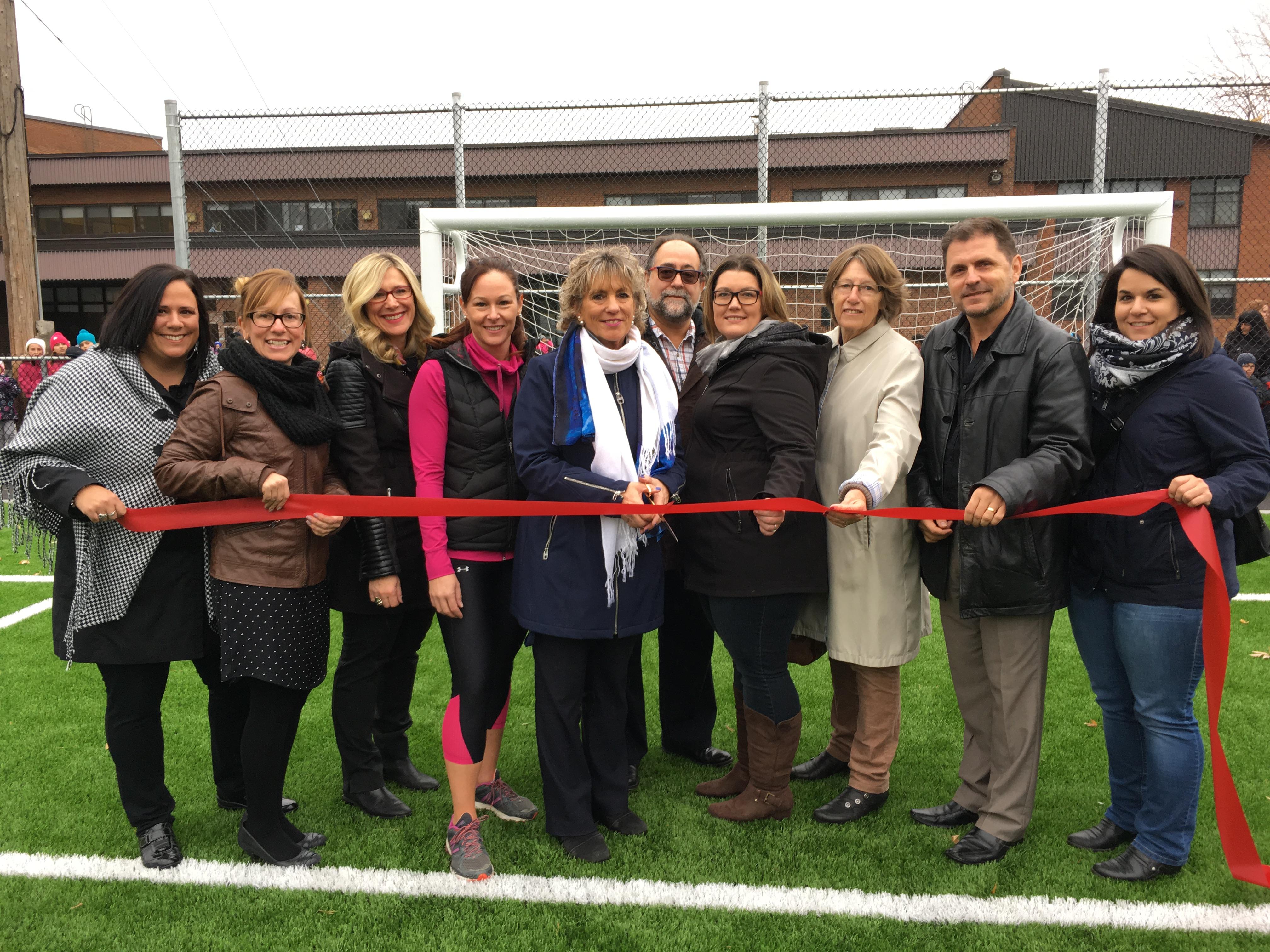 L'école primaire Piché-Dufrost a un nouveau terrain de soccer synthétique!