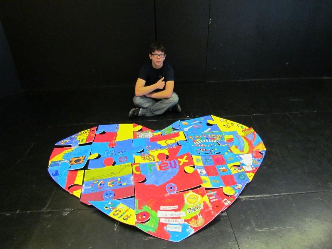 Les élèves en GAER de l'école des Timoniers engagés dans des activités de sensibilisation à l'autisme.