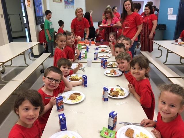 Petit-déjeuner spécial à l'école Sainte-Clotilde!
