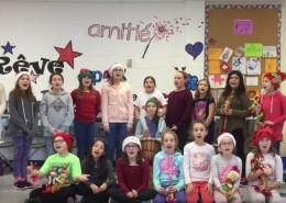 Les élèves de la chorale de l'école Louis-Lafortune chantent Noël!