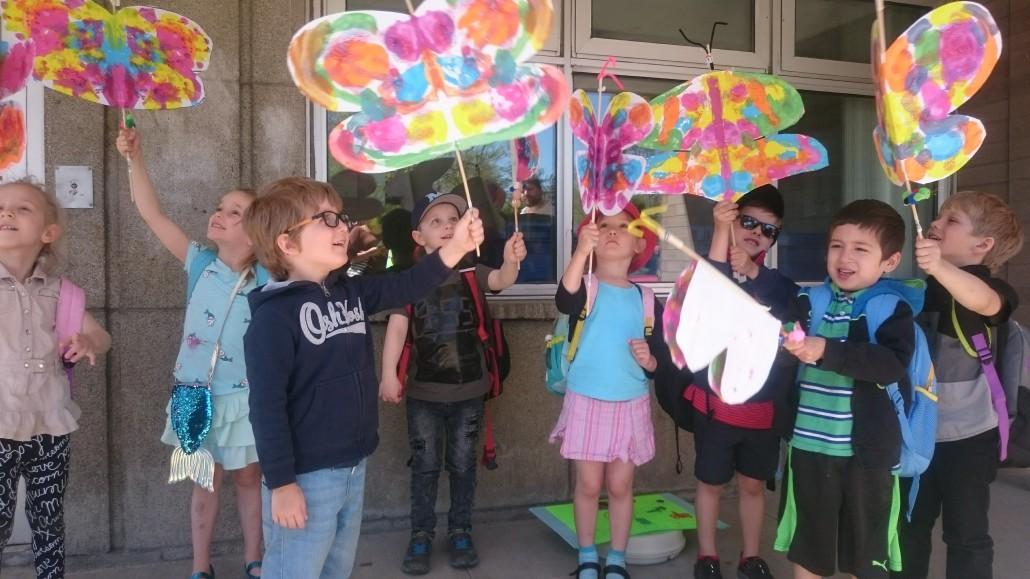 L'envol des papillons vers la maternelle à l'école Notre-Dame-de-l'Assomption.